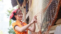 Người dân miền Tây Nghệ An tự làm chài bắt cá