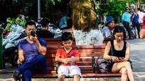 Bức ảnh 'thức tỉnh' mọi người lớn: Đã đến lúc cha mẹ ngẩng đầu lên chưa?