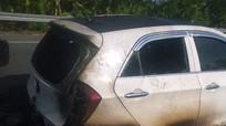 Ô tô lưu thông trên quốc lộ bốc cháy, 4 người phá cửa thoát thân