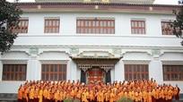 Cô gái Việt Nam bỏ việc đến Nepal tu đạo