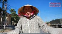 Người phụ nữ đạp xích lô cao tuổi nhất Thành Vinh
