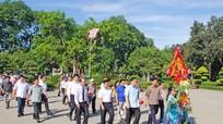 Bí thư Thành ủy TP Hồ Chí Minh Đinh La Thăng dâng hương tại Khu di tích Kim Liên
