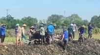 500 đoàn viên Hưng Nguyên giúp dân nạo vét kênh mương