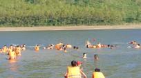 Quỳnh Lưu dạy bơi miễn phí cho 50 học sinh dịp hè