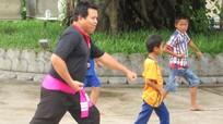 Võ sinh 8X mở lớp dạy võ miễn phí cho trẻ em nông thôn