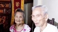 Tặng quà cho cặp vợ chồng sống thọ nhất Châu Á
