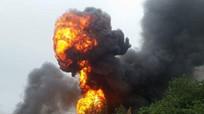 Hà Nội: Xe bồn bốc cháy, cầu lửa nuốt trọn cây xăng
