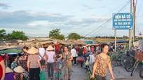 Nhộn nhịp 'chợ quê' ven sông ở thành Vinh