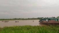Chìm tàu sông Hồng, bố mẹ cùng con tử vong