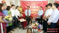 Thành ủy Vinh: Trao tặng huy hiệu 70 năm tuổi đảng