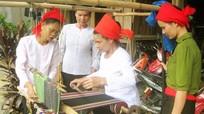 Những lớp dạy nghề cải thiện đời sống đồng bào dân tộc