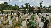 300 chiến sĩ tham gia chỉnh trang nghĩa trang Việt-Lào