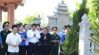 Đoàn đại biểu Nghệ An tưởng niệm các anh hùng liệt sĩ tại nghĩa trang Trường Sơn và Đường 9