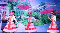 Giao lưu văn nghệ chào mừng lễ hội Đền Choọng