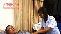 Bác sỹ Nghệ An hiến máu cứu sống sản phụ người Lào