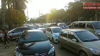 Cảnh tượng tắc nghẽn ô tô tại Tp Vinh