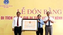 Đón nhận bằng Di tích lịch sử cấp Quốc gia kênh Nhà Lê