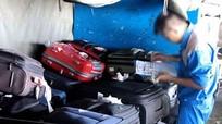 Nhân viên hàng không 'thó' Ipad trong valy của khách