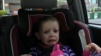 Bé gái 4 tuổi bật khóc vì ông Obama sắp mãn nhiệm