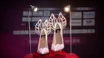 Cận cảnh đôi giày gắn đá quý dành cho tân Hoa hậu Việt Nam
