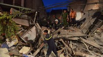 Sập nhà hàng nem nướng Cửa Bắc, đang cứu hộ 4 người mắc kẹt