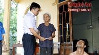 Đô Lương thăm, tặng quà các nạn nhân bị nhiễm chất độc da cam/Dioxin
