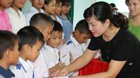 60 học sinh nhận học bổng 'Tiếp sức nhà nông cho con đến trường'