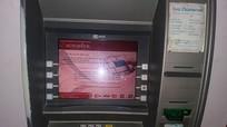 Bị điện giật khi rút tiền tại cây ATM