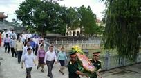 Đoàn đại biểu tỉnh Xiêng Khoảng dâng hương tại Nghĩa trang Liệt sỹ Việt  - Lào