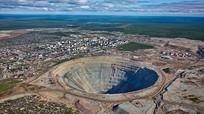 Mỏ kim cương khổng lồ có thể tạo lốc xoáy hút rơi trực thăng