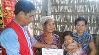 Trao tiền hỗ trợ cho gia đình nạn nhân bị TNGT ở Nghĩa Đàn