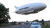 Máy bay lớn nhất thế giới lần đầu cất cánh thành công