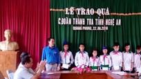 Ban Thanh tra tỉnh tặng 15 suất quà cho học sinh trường Quang Phong