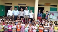 Trao quà tiếp sức đến trường cho học sinh nghèo huyện Anh Sơn