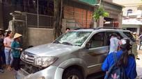 Đập phá ô tô vì nghi bắt cóc trẻ em
