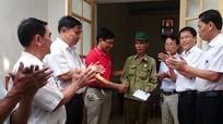 Bàn giao nhà Đại đoàn kết cho hộ nghèo ở xã Hưng Lộc