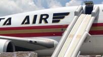 Máy bay của Mỹ gặp sự cố khi đáp xuống sân bay Tân Sơn Nhất