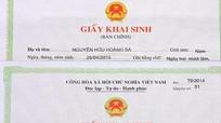 Công dân sinh ra được trao giấy khai sinh và tặng hoa tại nhà