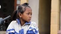 Trẻ em vùng cao mặc áo ấm đón khai giảng