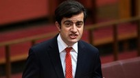 Ủng hộ Trung Quốc về Biển Đông, nghị sĩ Australia bị 'ném đá'