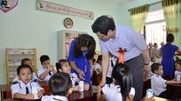 Các đồng chí lãnh đạo tỉnh dự lễ khai giảng năm học mới