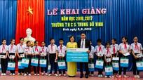 Công ty Bảo hiểm Nhân Thọ Fubon Life trao 40 suất quà cho học sinh nghèo vượt khó