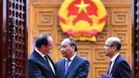 Thủ tướng Nguyễn Xuân Phúc tặng gì cho Tổng thống Pháp Hollande?