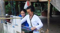Tìm hiểu ý nghĩa hoa văn trên thổ cẩm người Thái
