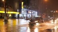 Mưa lớn ở thành Vinh, nhiều tuyến đường ngập sâu trong nước