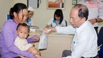 Bệnh viện Quốc tế Vinh khám sàng lọc cho 120 trẻ khuyết tật vận động