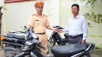 Người đàn ông bất ngờ nhận lại xe máy sau 2 năm mất tích