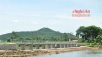 Nguy hiểm rình rập từ cây cầu thi công dở dang ở Quỳnh Lưu