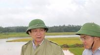 Đồng chí Đinh Viết Hồng kiểm tra tình hình mưa lụt tại Đô Lương