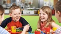 Bác sĩ Mỹ kêu gọi ngừng đưa xúc xích vào bữa ăn của học sinh